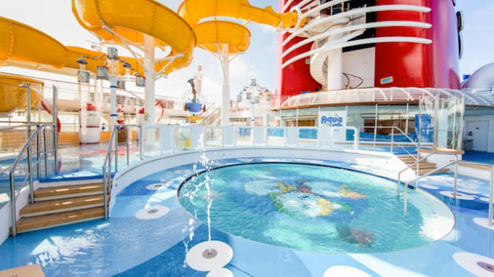 disney cruise ship swimming pool deck
